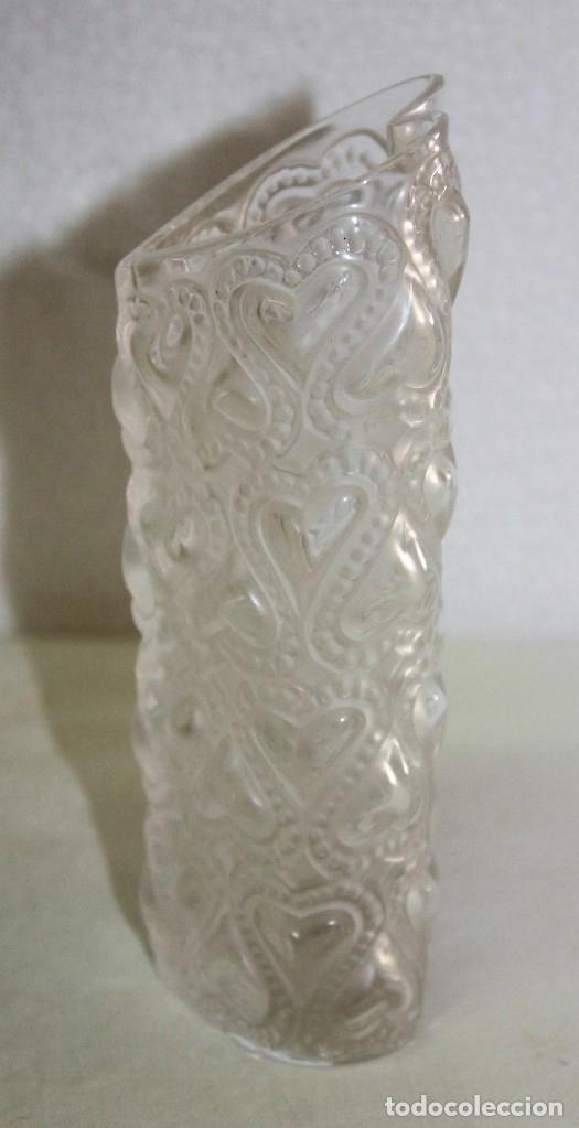 Antigüedades: JARRÓN EN CRISTAL FIRMADO LALIQUE FRANCE AMOUR LOVE CON CORAZONES AMOR FRANCIA - Foto 2 - 175040814