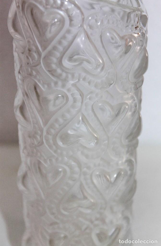 Antigüedades: JARRÓN EN CRISTAL FIRMADO LALIQUE FRANCE AMOUR LOVE CON CORAZONES AMOR FRANCIA - Foto 5 - 175040814