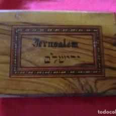 Antigüedades: ANTIGUO PEQUEÑO ALBUM DE FLORES EN TIERRA SANTA, ( ES DE MADERA DE OLIVO),UNA JOYA DE COLECCION. Lote 175044813