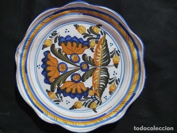 ANTIGUO PLATO DE CERÁMICA DE TALAVERA (26 CM DE DIÁMETRO). NIVEIRO. (Antigüedades - Porcelanas y Cerámicas - Talavera)