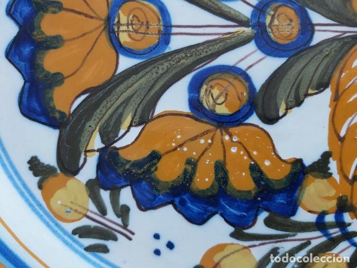 Antigüedades: Antiguo plato de cerámica de Talavera (26 cm de diámetro). Niveiro. - Foto 5 - 175045910