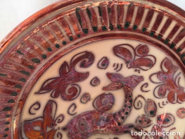 Antigüedades: ANTIGUO PLATO DE REFLEJOS METÁLICOS FIRMADO EN LA BASE - Foto 4 - 175052688