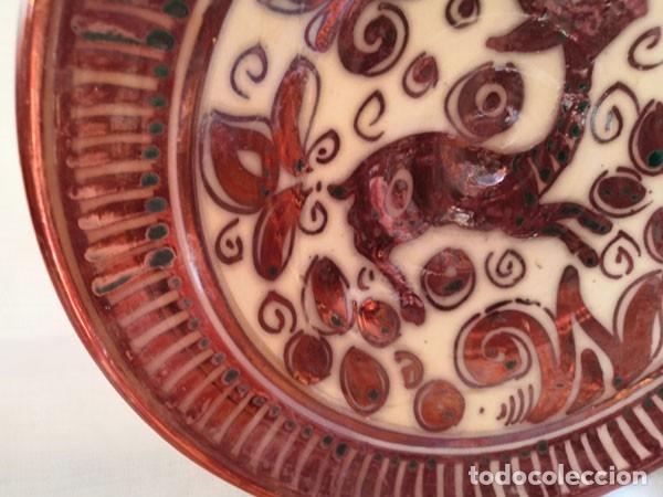 Antigüedades: ANTIGUO PLATO DE REFLEJOS METÁLICOS FIRMADO EN LA BASE - Foto 5 - 175052688
