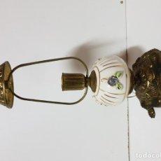 Antigüedades: QUINQUÉ, CANDIL, PORTAVELAS. MUY BONITO, ANTIGUO Y RARO EN METAL Y PORCELANA. Lote 175076319