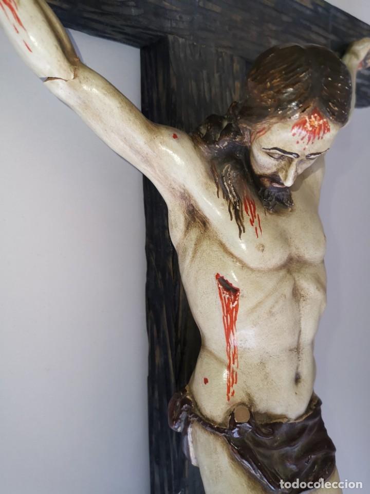Antigüedades: Excepcional crucifijo antiguo de madera y Cristo de barro. - Foto 3 - 175086415
