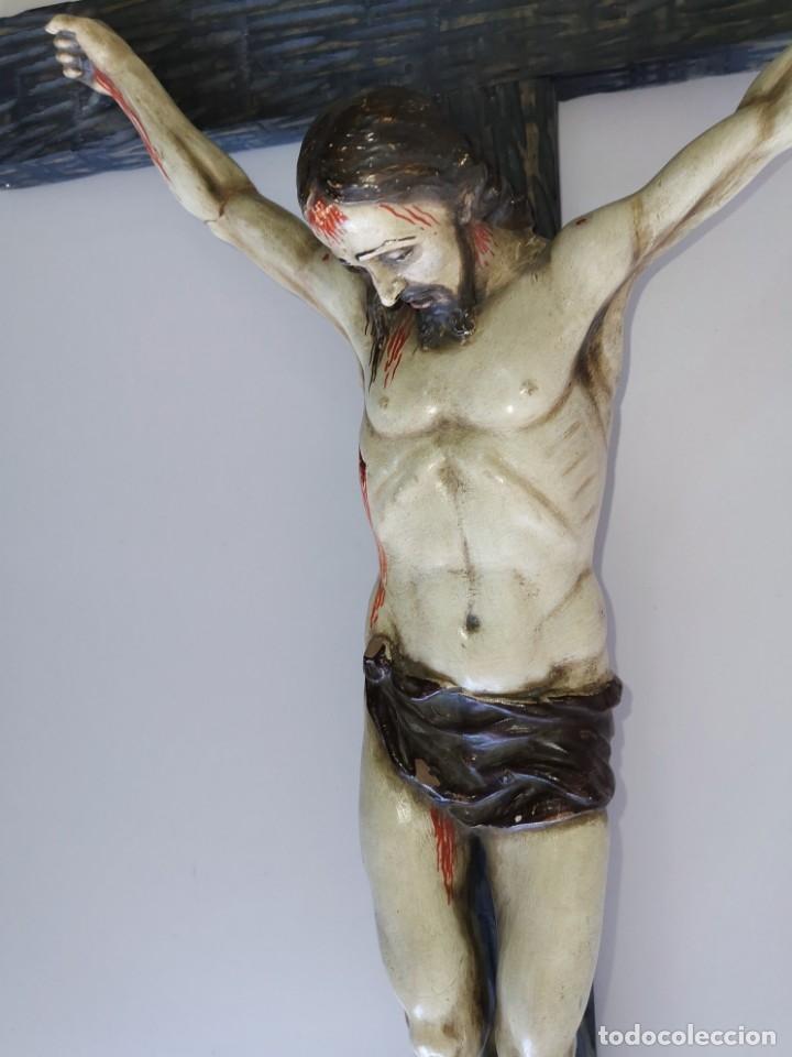 Antigüedades: Excepcional crucifijo antiguo de madera y Cristo de barro. - Foto 5 - 175086415