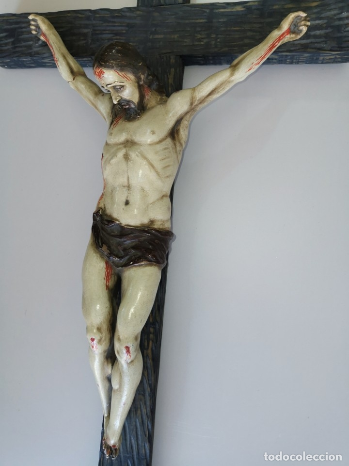Antigüedades: Excepcional crucifijo antiguo de madera y Cristo de barro. - Foto 2 - 175086415