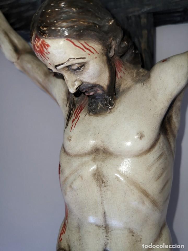 Antigüedades: Excepcional crucifijo antiguo de madera y Cristo de barro. - Foto 7 - 175086415