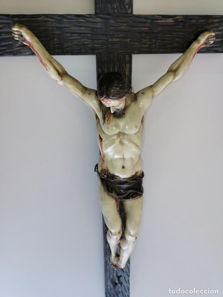 Antigüedades: Excepcional crucifijo antiguo de madera y Cristo de barro. - Foto 8 - 175086415