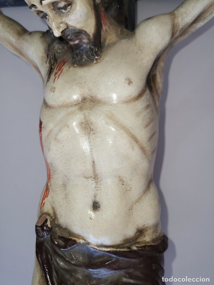 Antigüedades: Excepcional crucifijo antiguo de madera y Cristo de barro. - Foto 10 - 175086415
