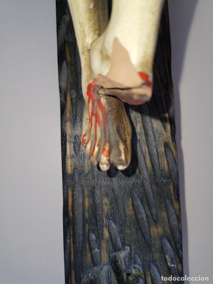 Antigüedades: Excepcional crucifijo antiguo de madera y Cristo de barro. - Foto 16 - 175086415
