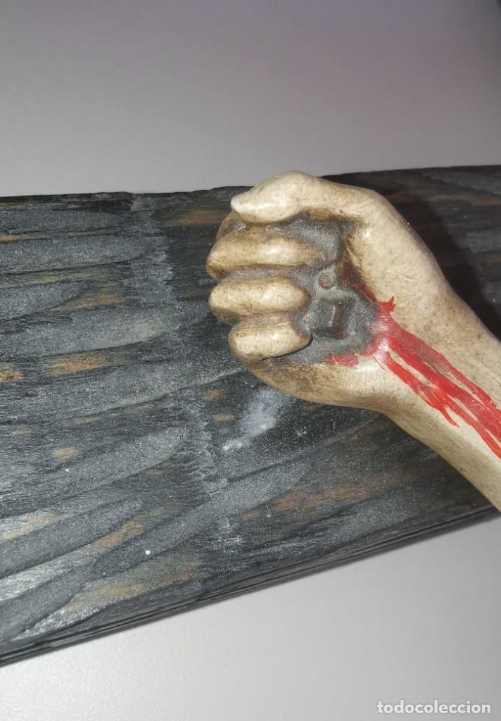 Antigüedades: Excepcional crucifijo antiguo de madera y Cristo de barro. - Foto 12 - 175086415