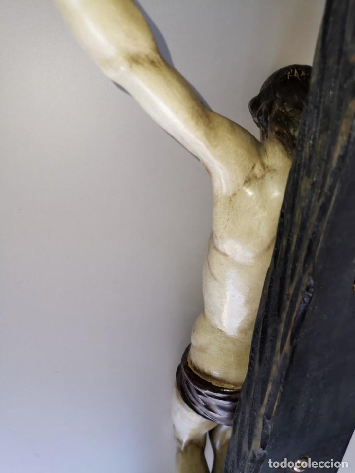 Antigüedades: Excepcional crucifijo antiguo de madera y Cristo de barro. - Foto 13 - 175086415