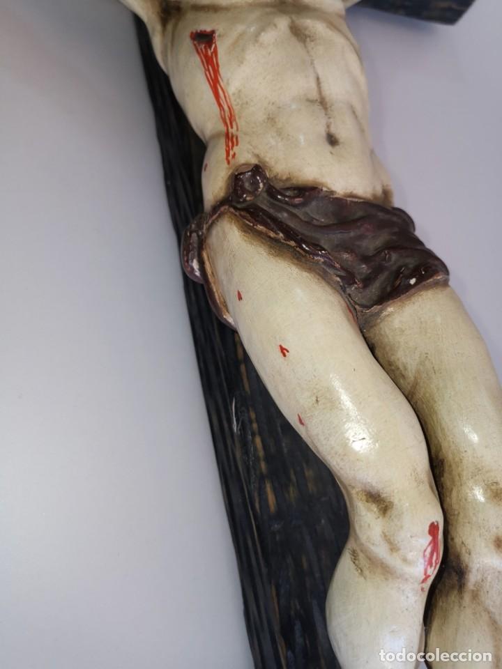 Antigüedades: Excepcional crucifijo antiguo de madera y Cristo de barro. - Foto 17 - 175086415