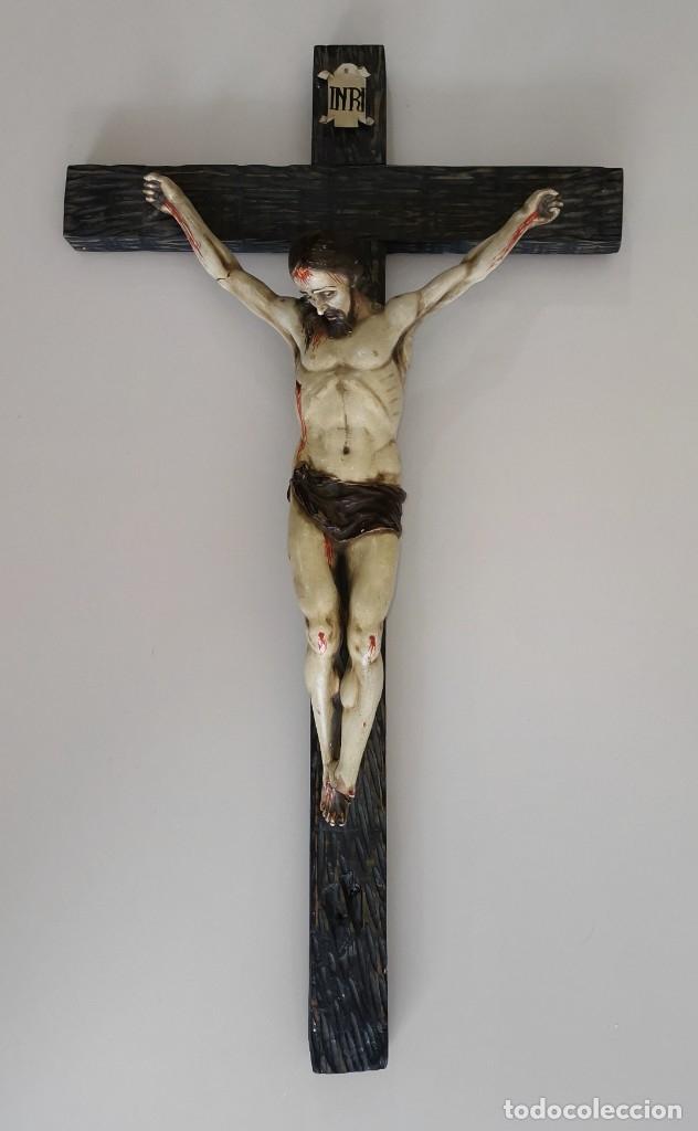 Antigüedades: Excepcional crucifijo antiguo de madera y Cristo de barro. - Foto 21 - 175086415