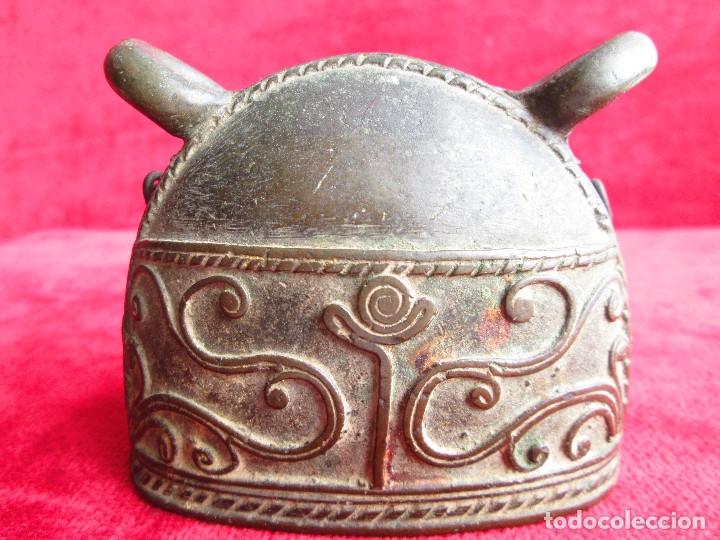ORIGINAL CAMPANA PARA COLGAR DE BRONCE MACIZO CON FILIGRANAS Y RELIEVES (Antigüedades - Hogar y Decoración - Campanas Antiguas)