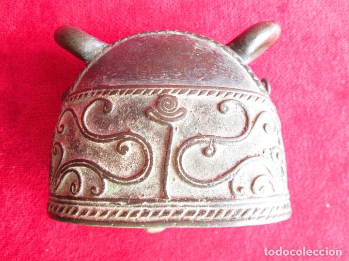 Antigüedades: ORIGINAL CAMPANA PARA COLGAR DE BRONCE MACIZO CON FILIGRANAS Y RELIEVES - Foto 5 - 175109922