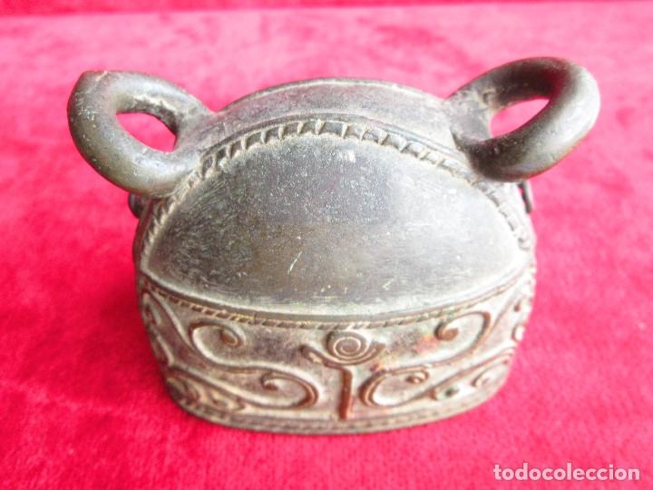 Antigüedades: ORIGINAL CAMPANA PARA COLGAR DE BRONCE MACIZO CON FILIGRANAS Y RELIEVES - Foto 8 - 175109922