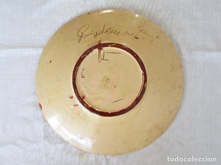 Antigüedades: TRES PLATOS ANTIGUOS DE CERÁMICA PINTADOS A MANO, FIRMADO PUIGDEMONT - CERAMICA LA BISBAL - Foto 5 - 175132462