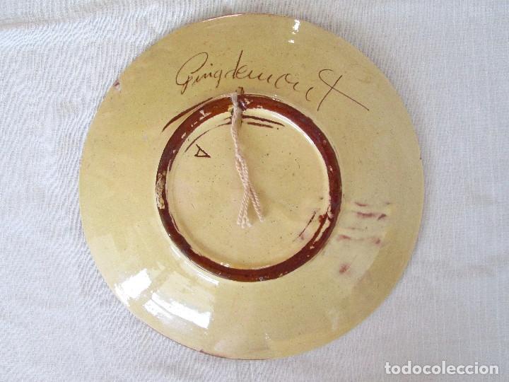 Antigüedades: TRES PLATOS ANTIGUOS DE CERÁMICA PINTADOS A MANO, FIRMADO PUIGDEMONT - CERAMICA LA BISBAL - Foto 7 - 175132462
