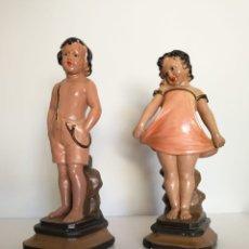 Antigüedades: ANTIGUA PAREJA DE ESCULTURAS EN ESTUCO NIÑO Y NIÑA - NUMERADAS Y FIRMADAS . Lote 175148235