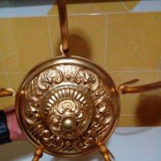 Antigüedades: BONITA LAMPARA DE TECHO DE LATON Y BRONCE. Lote 175149352
