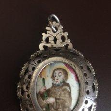 Antigüedades: RELICARIO DE PLATA SIGLO XVII-XVIII, DOBLE CARA CONTENIENDO SENDOS ESMALTES DE SANTO, ¿MAGÍN?. Lote 175159554