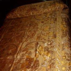 Antigüedades: ANTIGUA COLCHA HILO DE SEDA CON PAISAJE ORIENTAL,GHEISA,NUEVA.. Lote 175197089