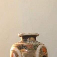 Antigüedades: MUY ANTIGUO Y ORIGINAL JARRÓN ORIENTAL DE PORCELANA. JAPONÉS. SELLADO.. Lote 175201912