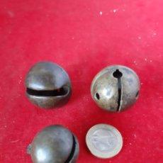 Antigüedades: LOTE DE 3 ANTIGUOS CASCABELES MEDIEVAL EN BRONCE BUEN ESTADO. Lote 175220348