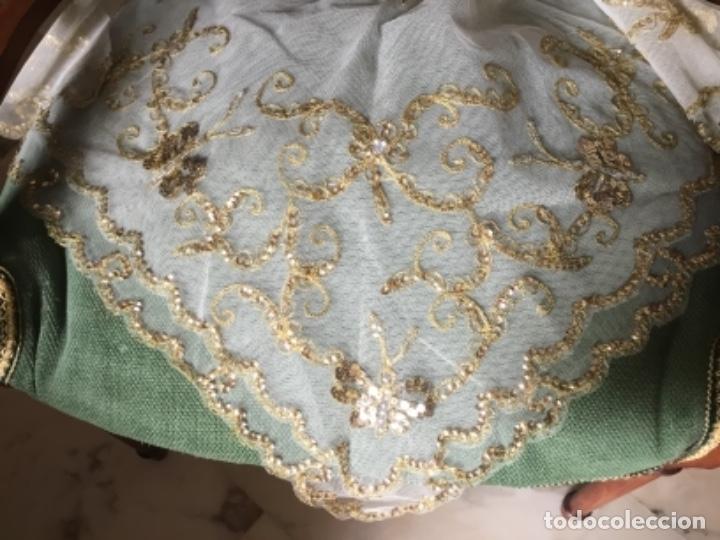 Antigüedades: Delicado conjunto de manteleta y delantal antiguo-bordado sobre tul-infantil - Foto 2 - 32561500