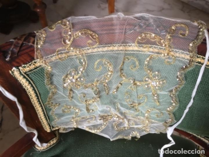 Antigüedades: Delicado conjunto de manteleta y delantal antiguo-bordado sobre tul-infantil - Foto 5 - 32561500