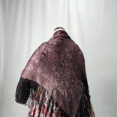Antigüedades: PAÑUELO ADAMASCADO COLOR BERENJENA, MANTON.. Lote 175260999