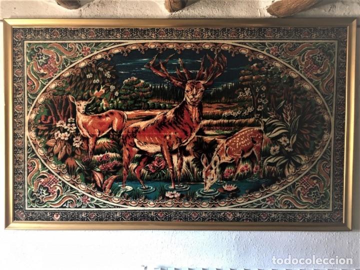 ANTIGUO TAPIZ ATERCIOPELADO, AÑOS 60, CON O SIN MARCO (Antigüedades - Hogar y Decoración - Tapices Antiguos)