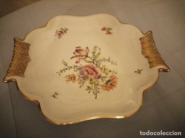 Antigüedades: Precioso plato para pastel de porcelana weimar porzellan made in germany,oro y flores pintado a mano - Foto 2 - 175306979