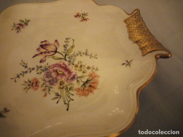 Antigüedades: Precioso plato para pastel de porcelana weimar porzellan made in germany,oro y flores pintado a mano - Foto 5 - 175306979