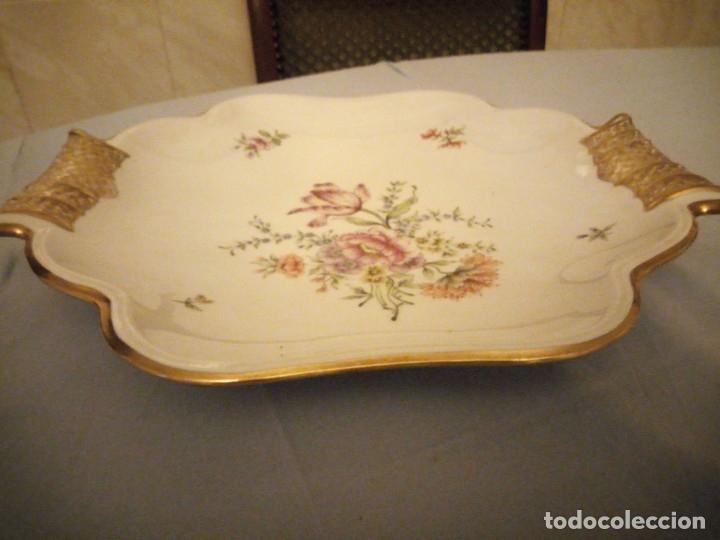 Antigüedades: Precioso plato para pastel de porcelana weimar porzellan made in germany,oro y flores pintado a mano - Foto 6 - 175306979