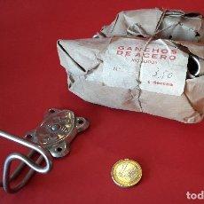 Antigüedades: ANTIGUO COLGADOR , PERCHA DE METAL. Lote 175309794