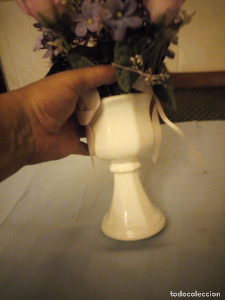 Antigüedades: Bonito florero forma de copa de porcelana alemana numerado,flores incluidas. - Foto 3 - 175314942