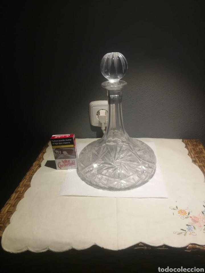 Antigüedades: Antigua magnífica botella licolera con tapón de cristal grueso tallado y pesado base tallada - Foto 2 - 175325149
