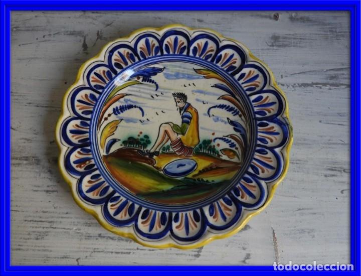 PLATO DE CERAMICA VIDRIADA PUENTE DEL ARZOBISPO FIRMADO SANGUINO (Antigüedades - Porcelanas y Cerámicas - Puente del Arzobispo )