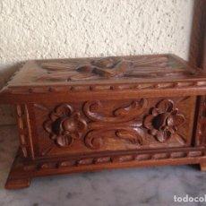 Antigüedades: PRECIOSA CAJA DE MADERA TALLADA A MANO SELLADA - - ESTVE. Lote 175360427