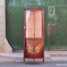 Antigüedades: VITRINA RINCONERA ANTIGUA ESTILO LUIS XV. MUEBLE VITRINA EXPOSITORA ESQUINERA VINTAGE ISABELINO. Lote 175368014