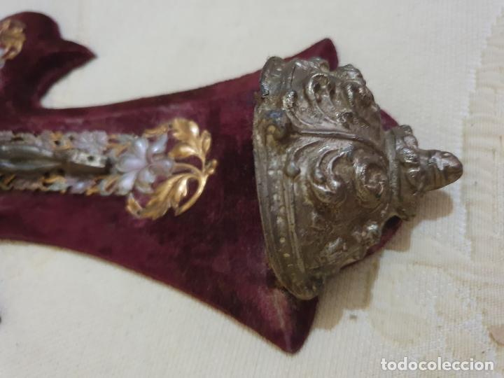 Antigüedades: BENDITERA ANTIGUA EN TERCIOPELO - Foto 4 - 175401997