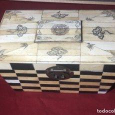 Antigüedades: ORIGINAL CAJA REALIZA EN HUESO. Lote 175427174