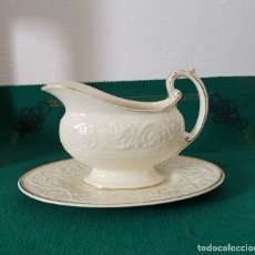 Antigüedades: WEDGWOOD PATRICIAN GRAVY BOAT ATTACHED PLATE IVORY ETRURIA BARLASTON. Lote 175438752