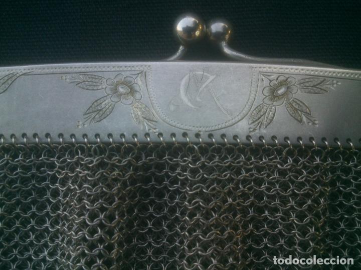 Antigüedades: ANTIGUO BOLSO DE MALLA DE PLATA , 17X16 CM.- 35 CM. CONTANDO LA CADENA , BOCA TRABAJADA - Foto 7 - 175445152