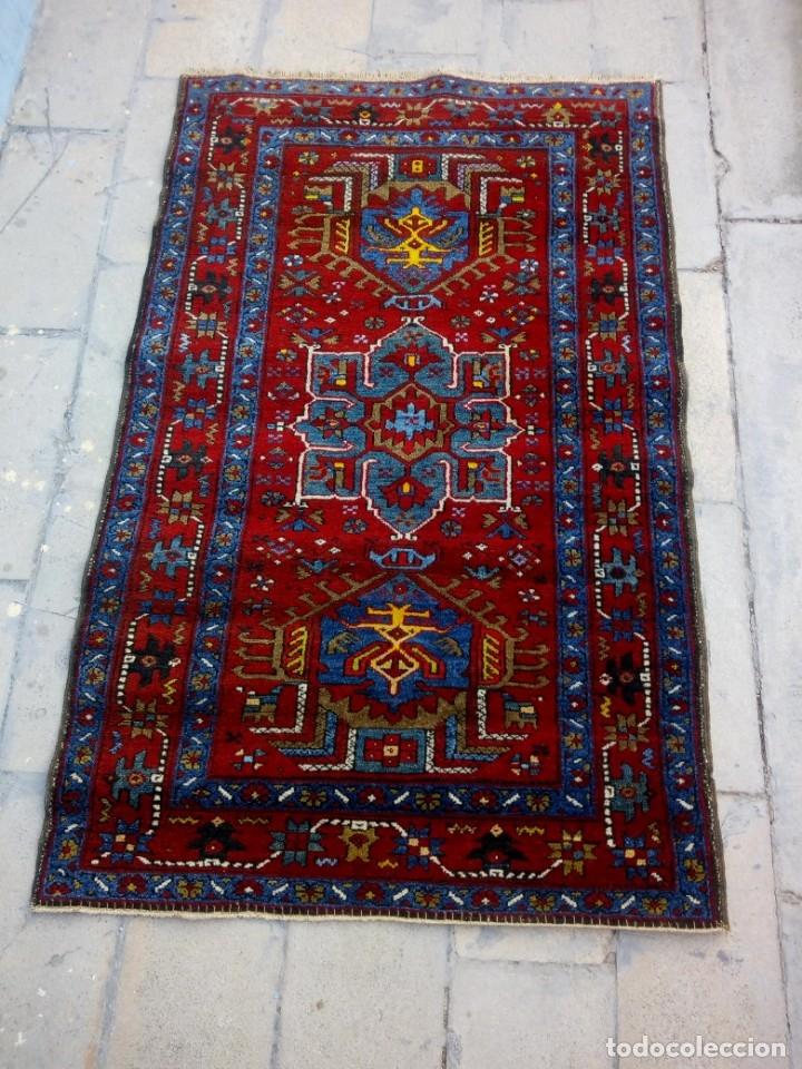 Antigüedades: Antigua alfombra persa de lana hecha a mano,en tonos rojos azules y amarillos,etiqueta de numeración - Foto 2 - 175454569