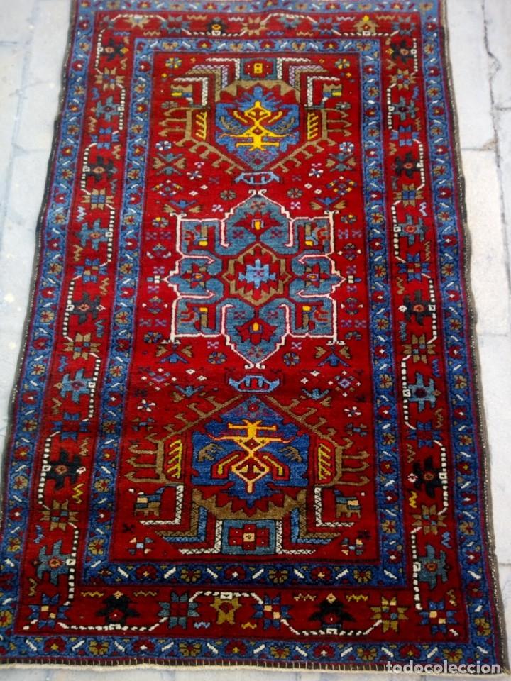 Antigüedades: Antigua alfombra persa de lana hecha a mano,en tonos rojos azules y amarillos,etiqueta de numeración - Foto 3 - 175454569