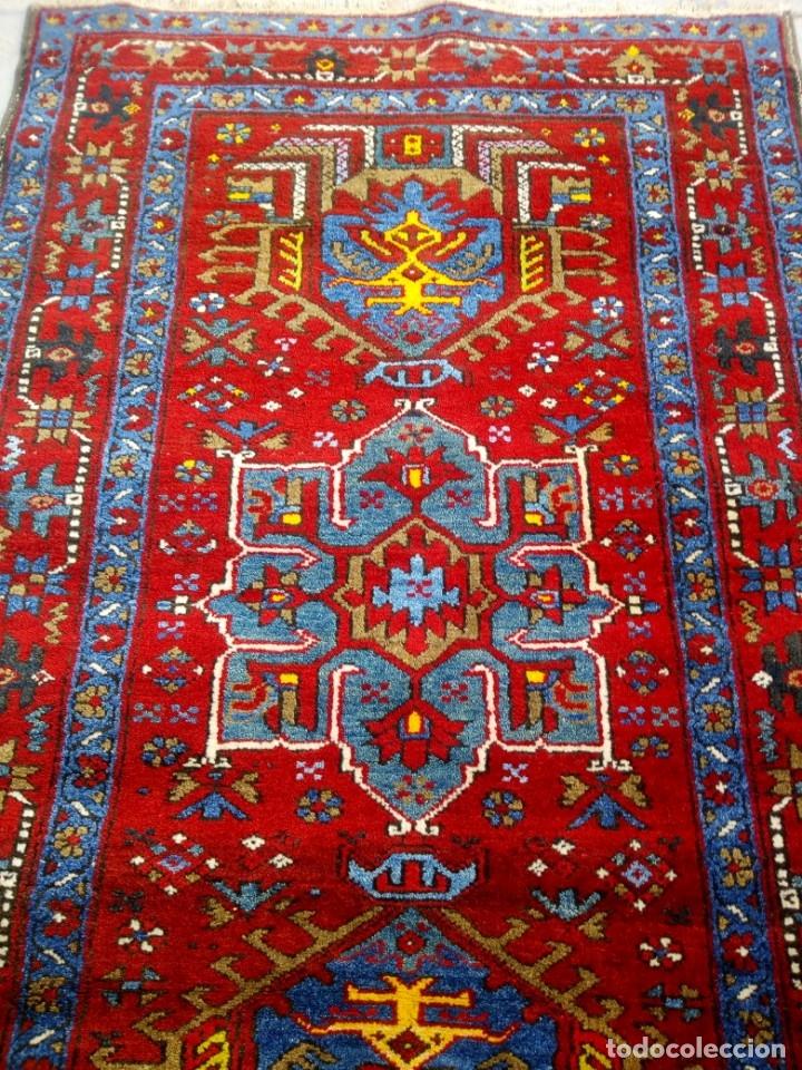 Antigüedades: Antigua alfombra persa de lana hecha a mano,en tonos rojos azules y amarillos,etiqueta de numeración - Foto 5 - 175454569